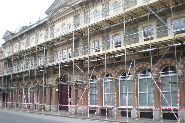 Commercial Services: scaffoldings for shops renovation